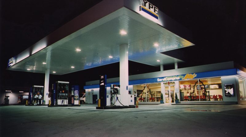 estacion-de-servicio-noche-800x445